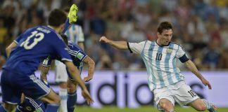 Lionel Messi a punto de convertir un gol.