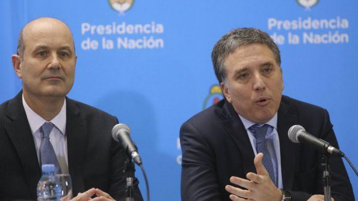 Nicolás Dujovne y Federico Sturzenegger responsables del anuncio.