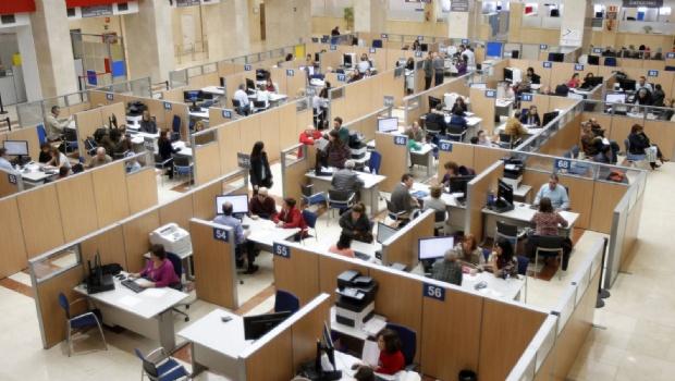 El gobierno nacional congela el ingreso de empleados públicos.