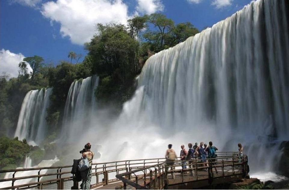 Cataratas del Iguazú y otros destinos nacionales se verán beneficiados por la suba del dólar.
