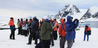 Cada vez más turistas llegan hasta las tierras de la Antartida.